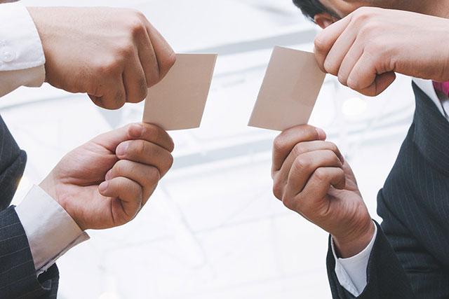 「顧客に良い印象を与えられる人材か」「会社の顔として表に出せる人材か」のイメージ画像